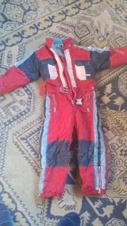 Costum pentru schi