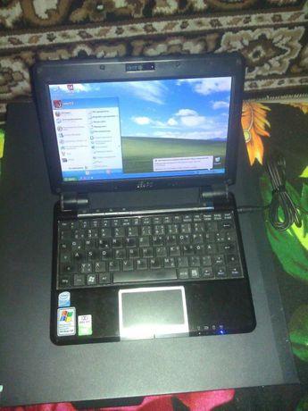 Дамско малко лаптопче Asus