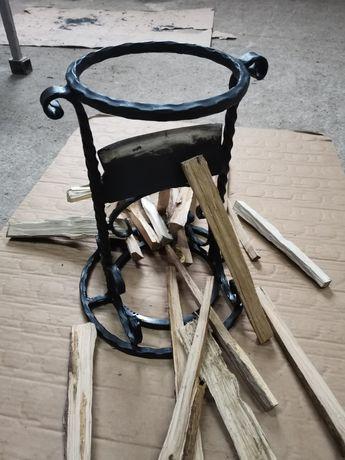 Уред за цепена на дърва и разпалки с чук