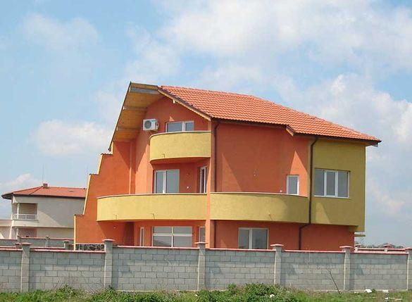 Нова три етажна къща с изглед към морето