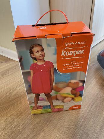 Детский коврик для профилактики и лечения плостоктопия