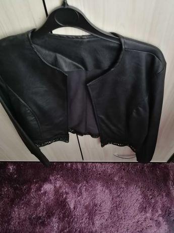 Кожено сако с дантела в края