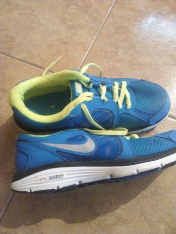 Adidas Nike și Adidas