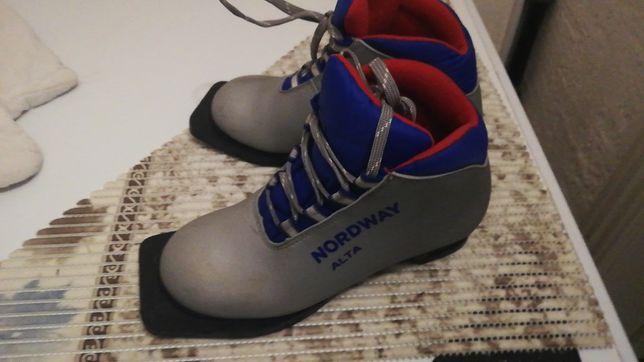 Лыжные ботинки детские 34 размер