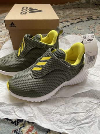 Новые детские кроссовки