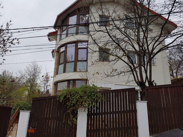 Vila Copou P+E+M util 250mp teren615. La pas 30 min Teiul lui Eminescu