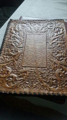 Уникални кожени папки от Соца