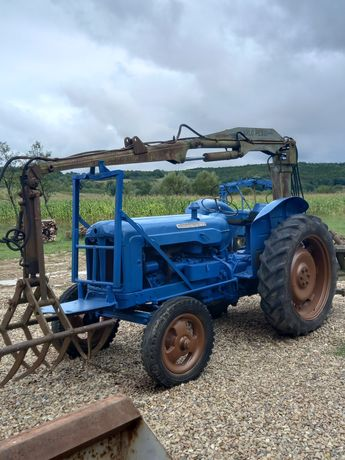 tractor fordson super major 55 cp incarcator macara fixa 360 gr.