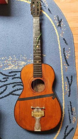 Chitara din lemn veche din anii 70 - 80