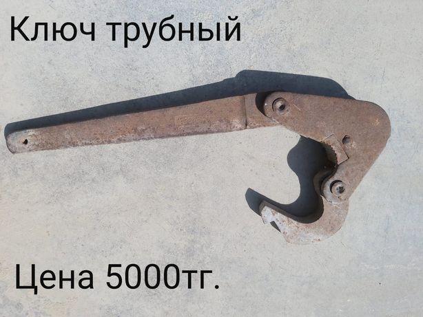 Ключ трубный старый советский