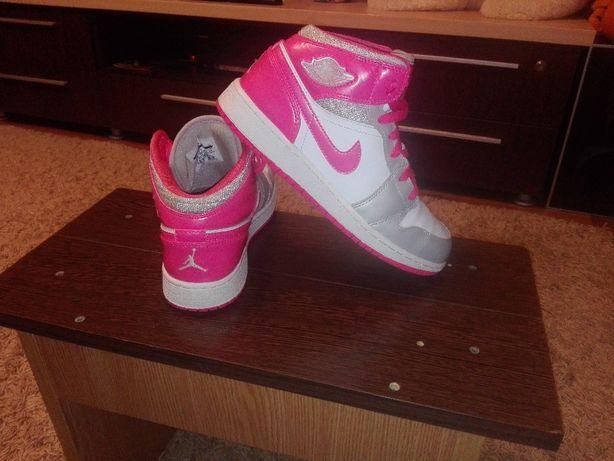 Ghete/Adidasi Nike Air Jordan 1 Mid,Marimea 38,5!IMPECABILE!ORIGINALE!