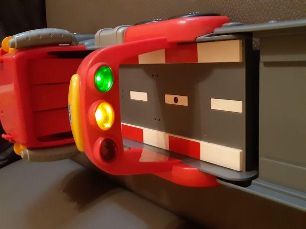 Mașină/Camion-pista Chicco interactivă cu lumini si sunete