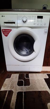 Продаю стиральную машинку LG на 5 кг