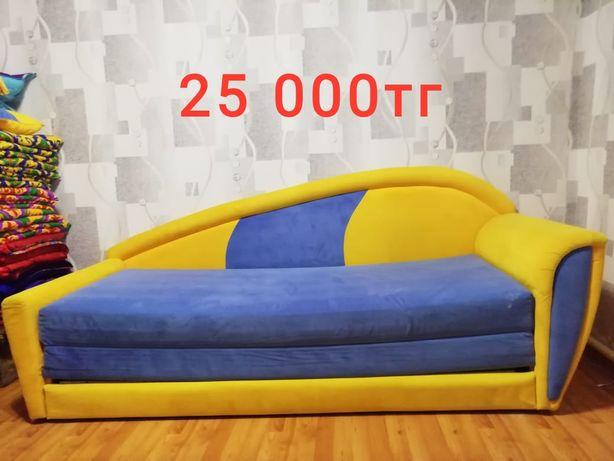Продаю диван в спальню или детскую!