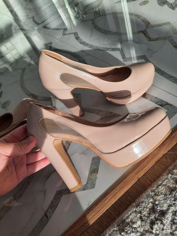 Бежевые туфли 35-ого размера