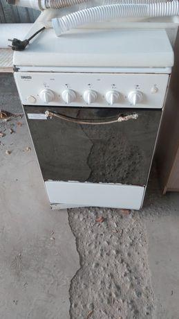 Газ плита и духовка, в хорошем техническом состояний,
