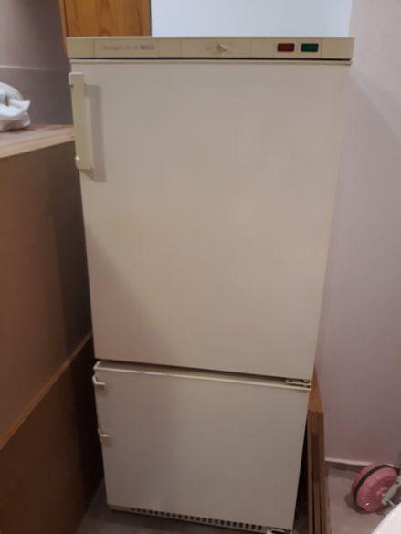Продавам хладилник с фризер Snaige