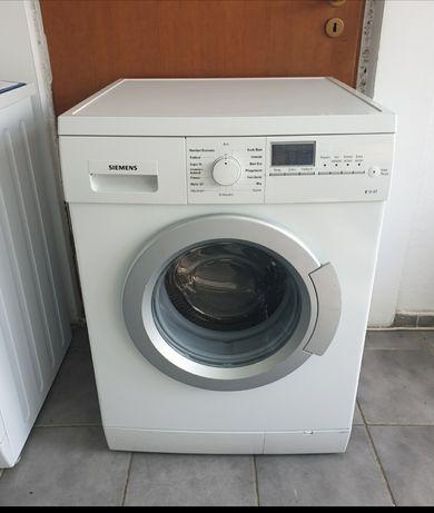 Masina de spălat rufe Siemens.  Model nou. Impecabila.