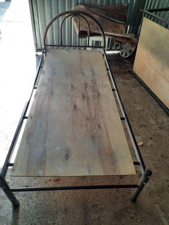 Железный кровать