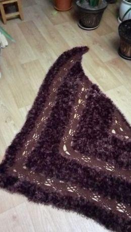 Продам вязаную шаль новую.