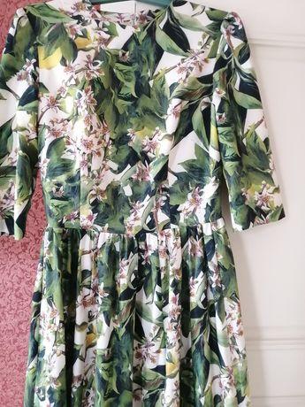 Шикарное  платье Dolce Gabbana
