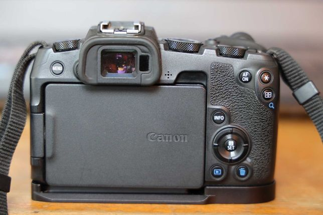 Canon Eos Rp plus grip metalic