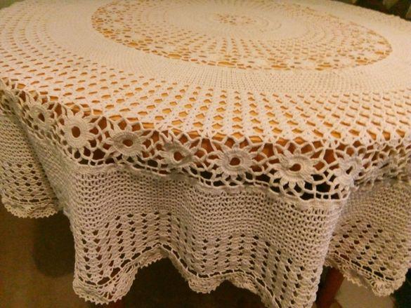Ръчно плетена покривка за маса