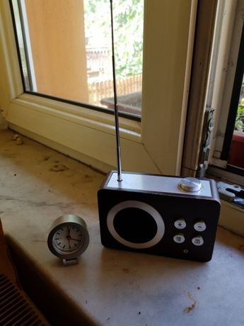 Set voiaj LEXON : Lexon Mini Dolmen Radio si ceas voiaj Lexon mini 'o'