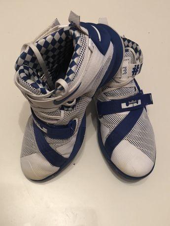 Nike Lebron solider 9