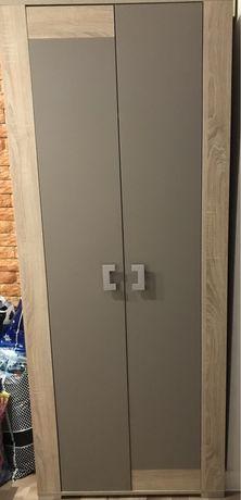 Продам двухдверный шкаф