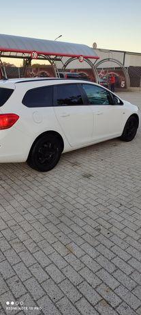 Vând Opel Astra J