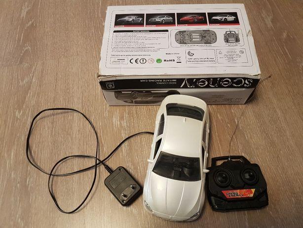 Mașină de curse cu telecomandă
