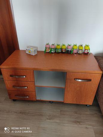 Офисная мебель в хорошем состояний.