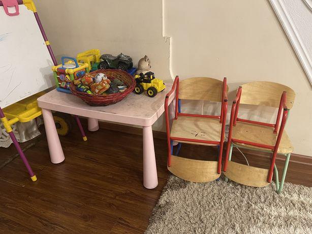 Продаю мольберт, стол и стульчики всё за 16500тг