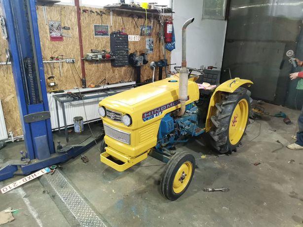 Vând tractor 18cai