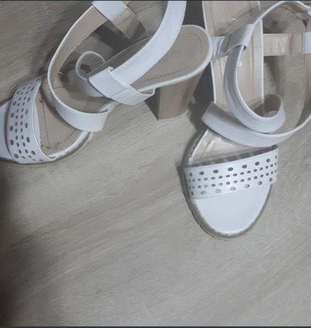 Sandale ,marimea 38