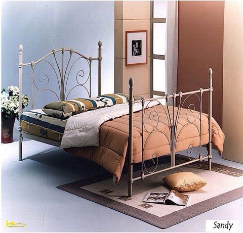 Элегантные кованые кровати