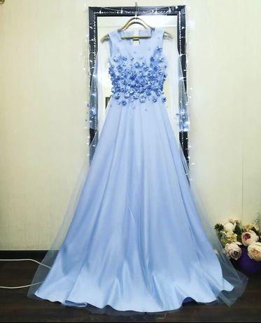 Платье голубого цвета! С 3D цветочками. Одевалось всего один раз!