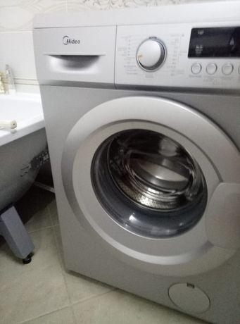 Продаю почти новую стиральную машину