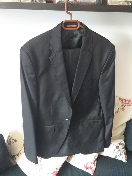 Costum barbat, negru, un nasture