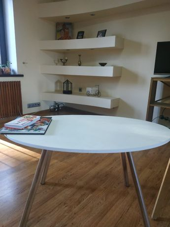 Журнальный столик и стул