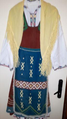 Стара автентична народна носия, ръчно везана