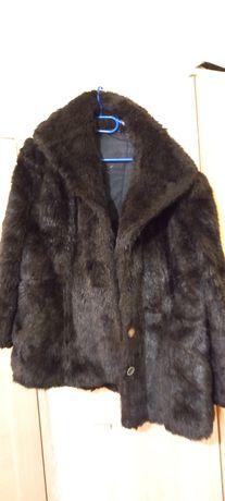 Vând haina de blana 50 de lei