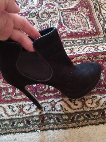 Осенный обувь цена 1500