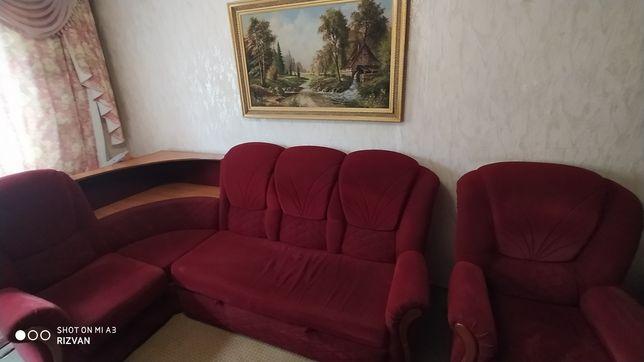 Угловой диван с креслом в нормальном состоянии