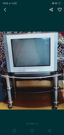Продаю телевизор с подставкой.