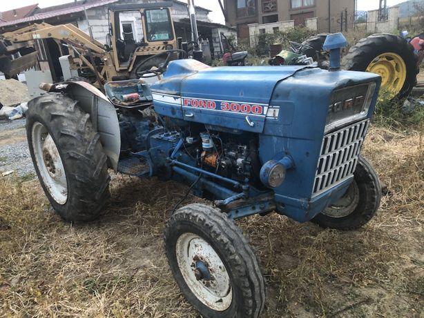 Dezmembrez ford 3000 tractor