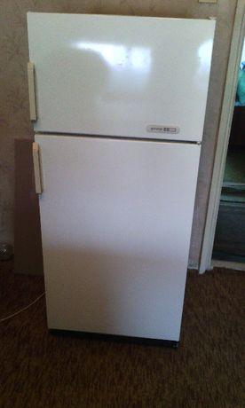 Хладилник с горна камера