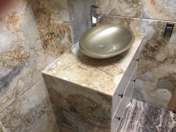 Плот за баня и кухни от гранит, мрамор, оникс
