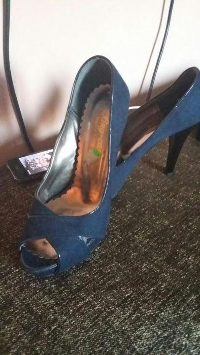Vand pantofi dama decupati